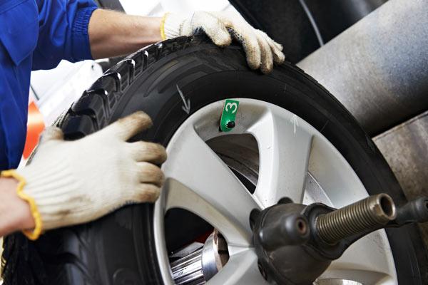 Pkw-Service Reifen Auswuchten